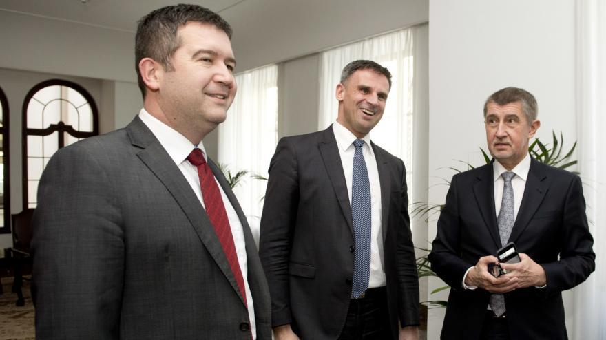 Video Kamil Švec srovnává program vlády v demisi a možného kabinetu ANO a ČSSD