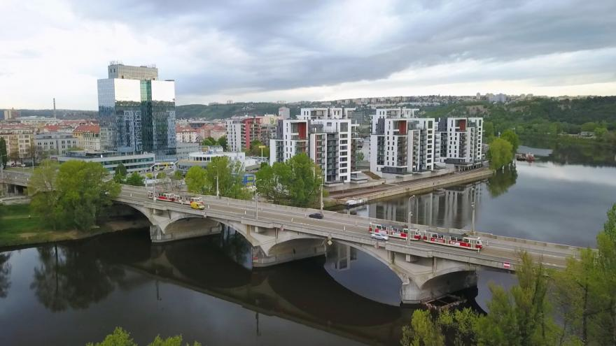Video Události v regionech: Libeňský most se bourat nebude, rozhodli radní