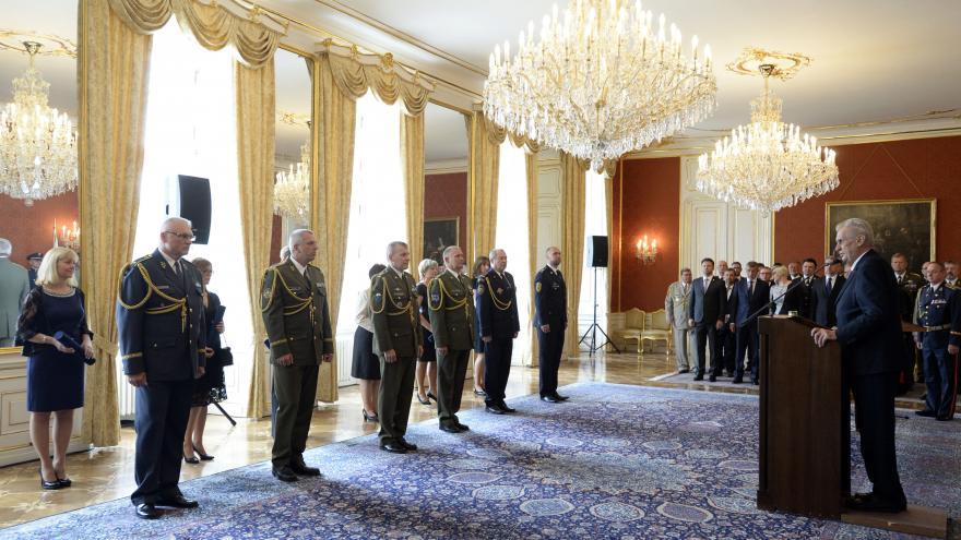 Video Prezident Miloš Zeman jmenuje generály