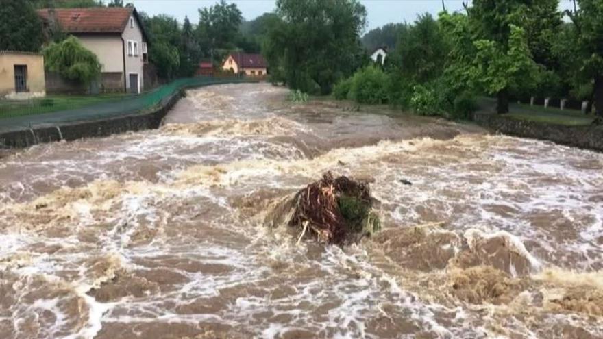 Video Události: Bouřky napáchaly milionové škody. Jihozápad Čech se obává dalších