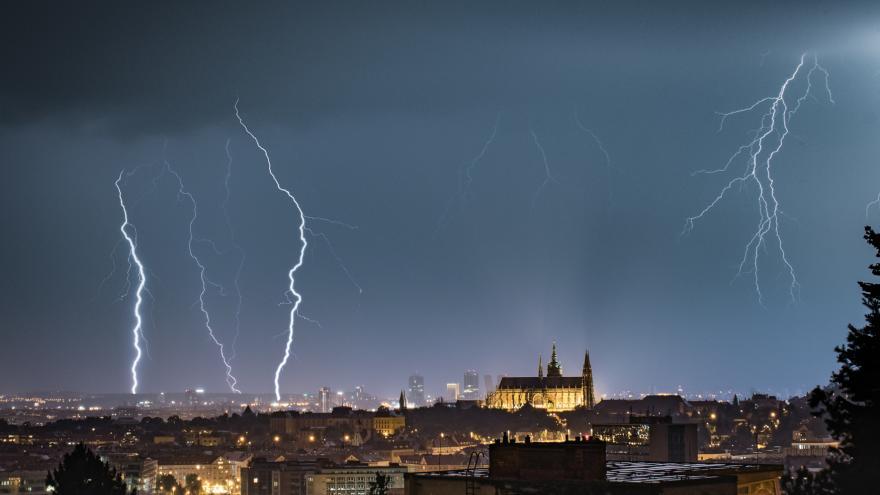 Video Čechy zachvátil déšť a bouřky