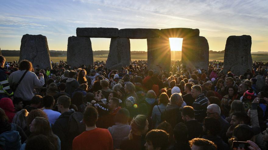 Video Stonehenge vydává další tajemství