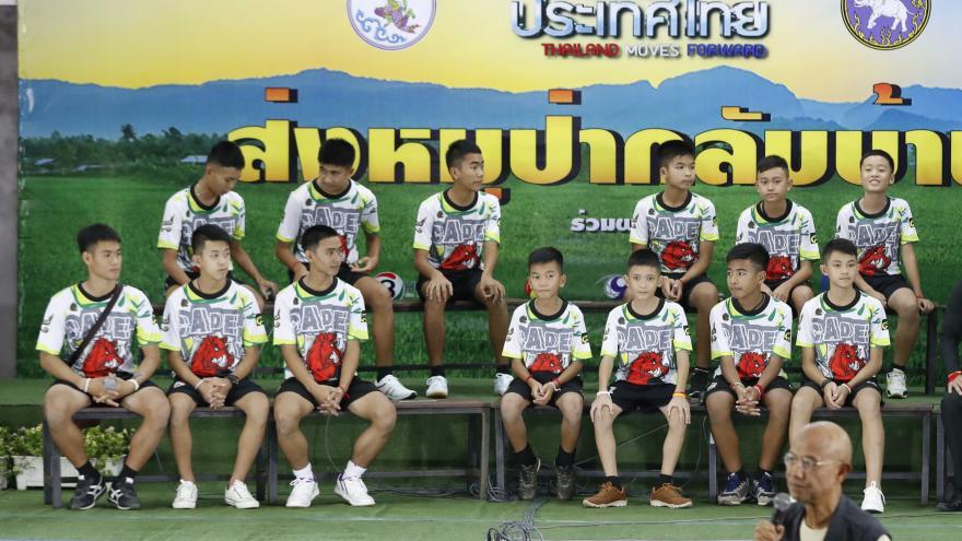 Video 90' ČT24 - Téma: Propuštění thajští chlapci z nemocnice