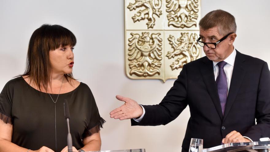 Video Události: Vracení dotací nyní nehrozí, tvrdí Schillerová