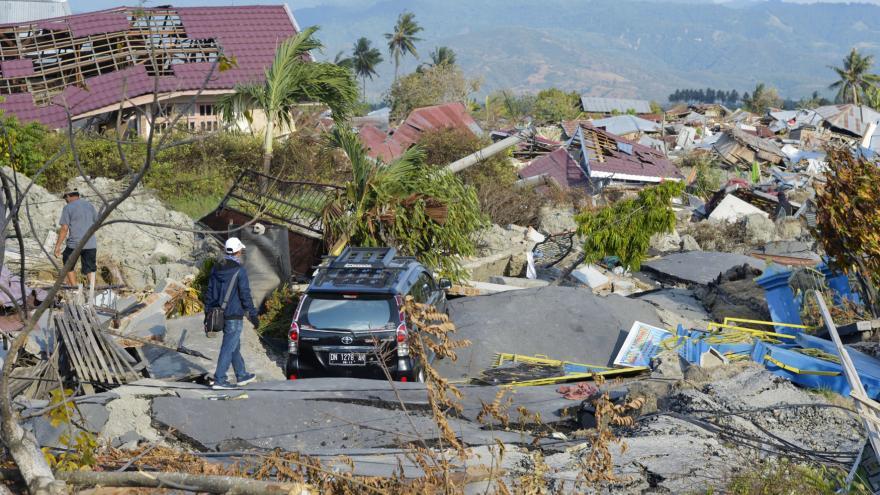 Video Zemětřesení a tsunami v Indonésii už má přes 1500 obětí
