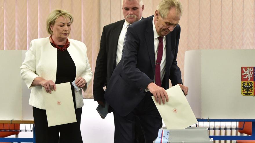 Video Prezident Miloš Zeman odvolil v pražských Stodůlkách