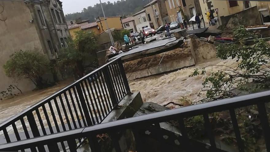 """Video """"Voda mi sahala až k trupu, strašně jsem se bál."""" Jihozápad Francie zasáhly povodně"""
