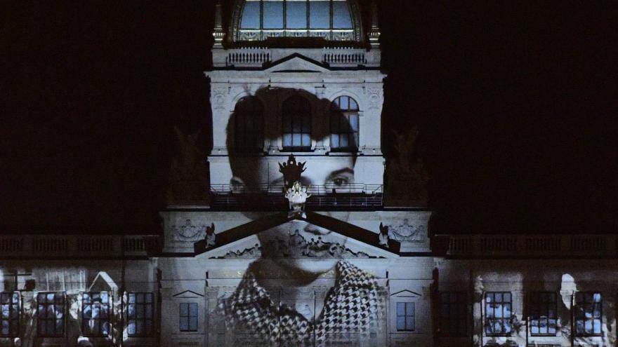 Video PODÍVEJTE SE: Slavnostní videomapping na budově
