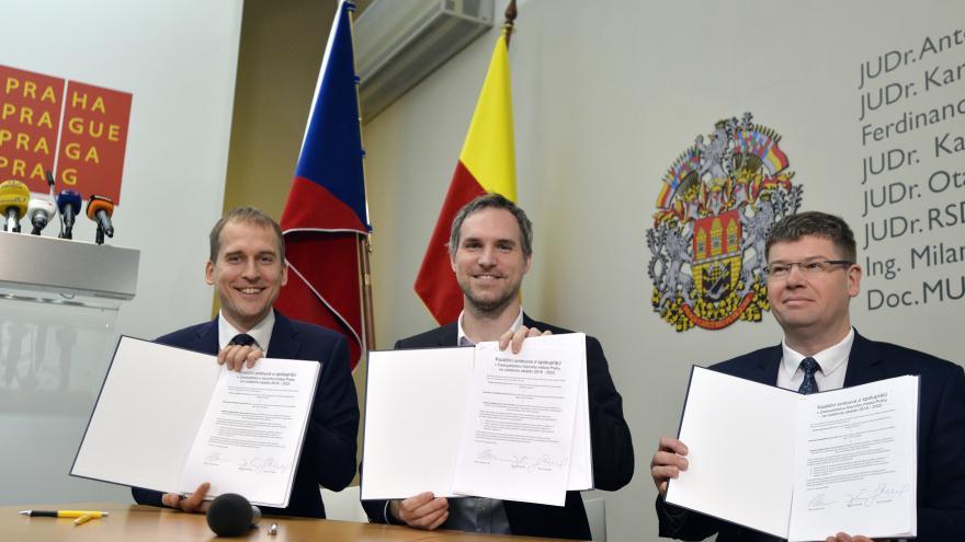 Video Podpis koaliční smlouvy v Praze