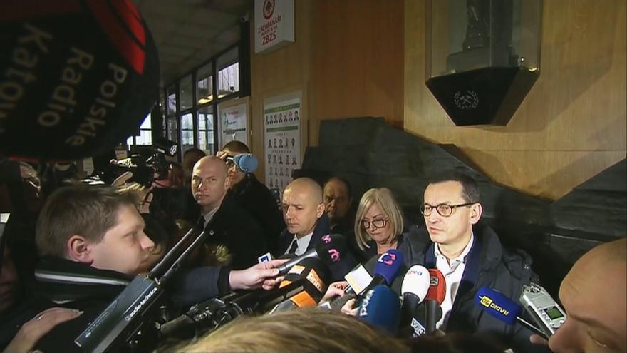 Video Morawiecki: Záchranné týmy budou pokračovat v minutě, kdy půjde sfárat