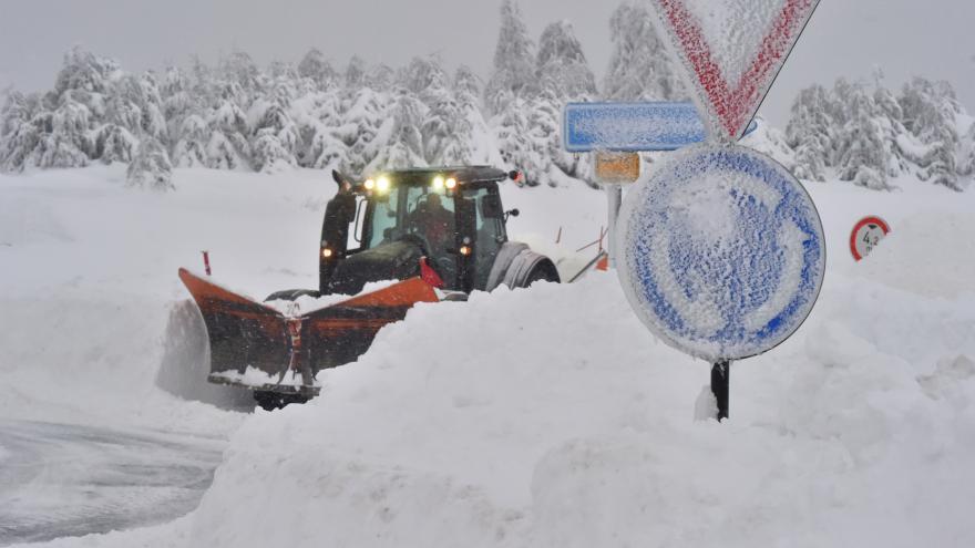 Video Sníh zneprůchodnil Boží Dar a kalamitu hlásilo Jablonecko