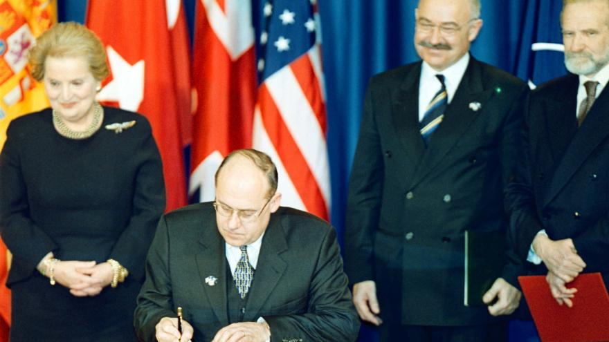 Video Podpis NATO ministři