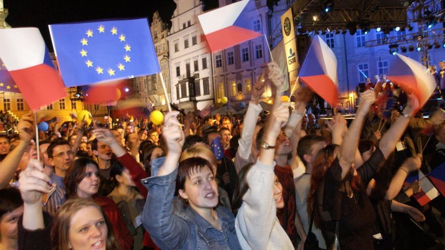 Video 90' ČT24 - 15 let ČR v EU