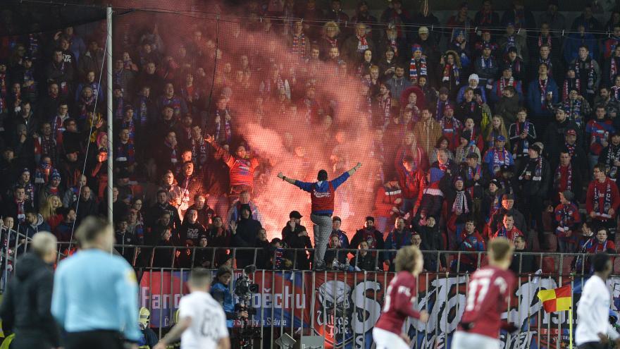 Video 90' ČT24 - Jak předcházet a trestat řádění sportovních fanoušků?