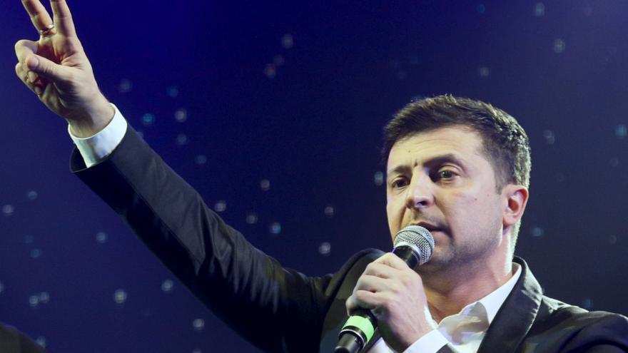 Video Šír z FSV UK: Zelenskyj nemá s debatami zkušenost, Porošenko by v duelu mohl obstát lépe