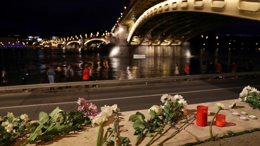 Video V Maďarsku se pátrá po pasažérech potopené výletní lodi v Budapešti
