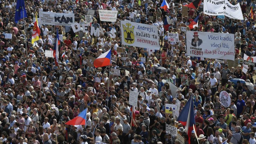 Video Události ČT: Demonstrace na Letné se zúčasntilo na čtvrt milionu lidí