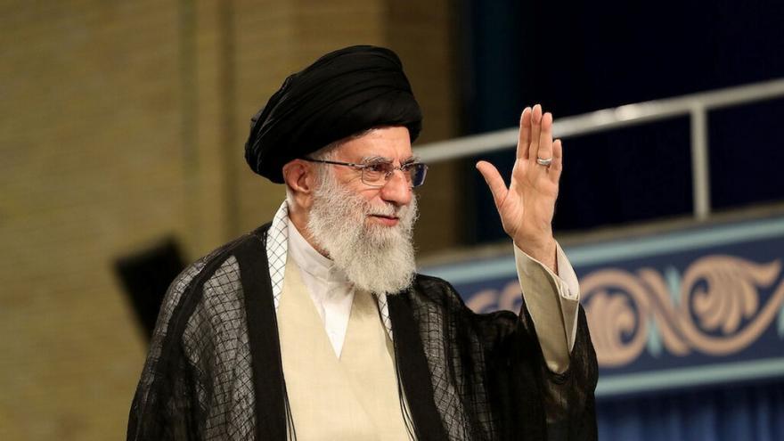 Video Horizont ČT24: Alí Chameneí se znovu objevil na veřejnosti