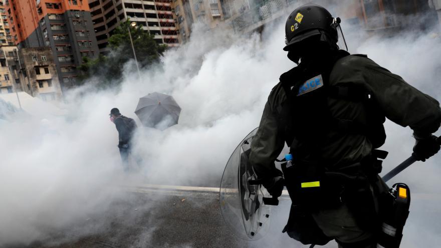 Video Protesty v Hongkongu gradují. Narušily už i infrastrukturu