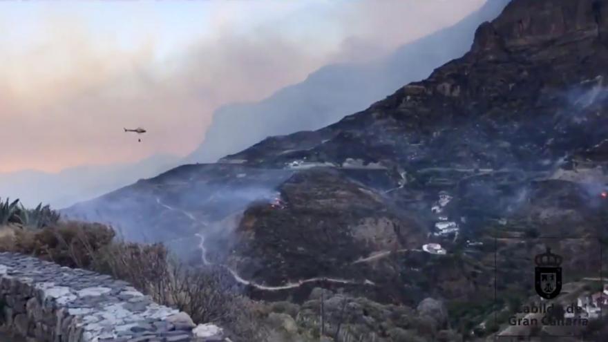 Video Požáry na ostrově Gran Canaria se stále nedaří uhasit