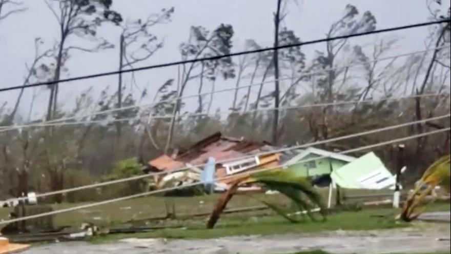 Video Hurikán Dorian udeřil na Bahamy, teď směřuje k pobřeží Floridy a Jižní Karolíny