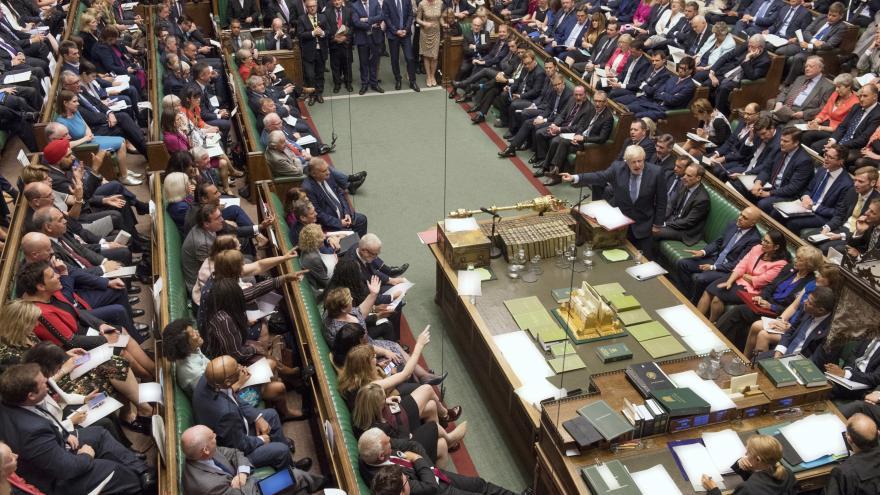 Video Horizont ČT24: Královna potvrdila zákon proti brexitu bez dohody