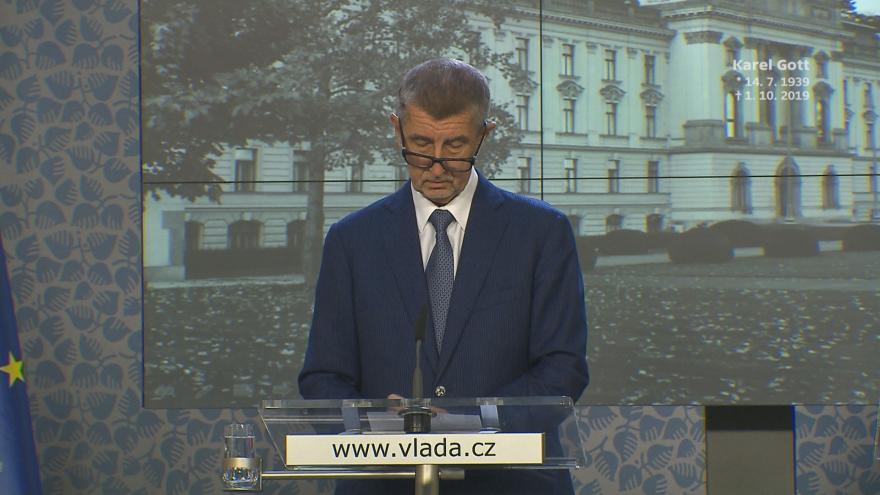 Video Brífink premiéra Babiše k pohřbu Karla Gotta