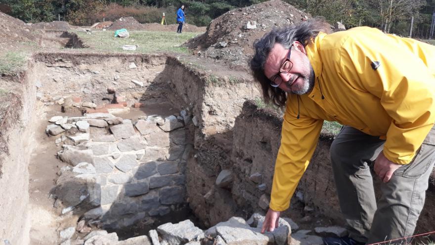 Video Archeologický průzkum na místě bývalého tábora v Letech