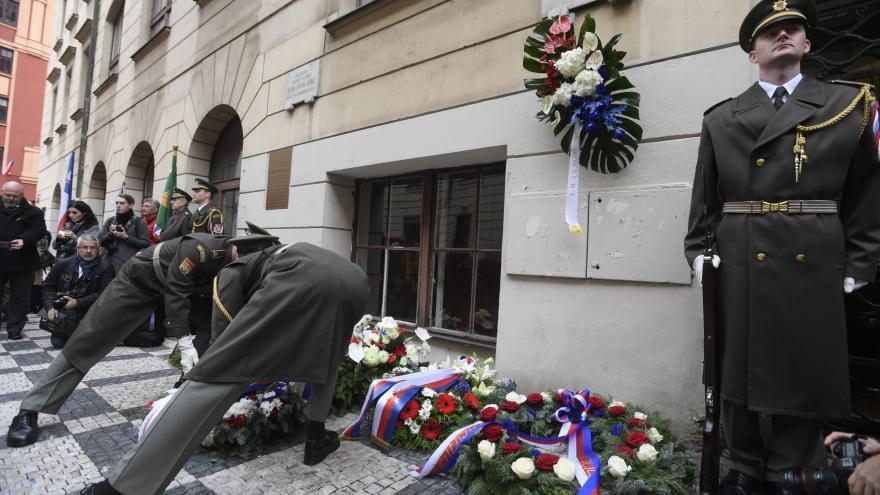 Video Celý záznam piety u Hlávkovy koleje v Praze