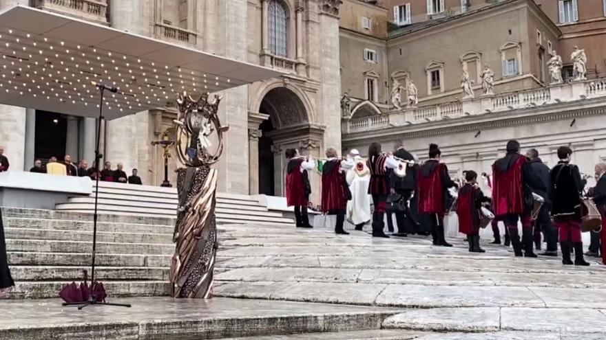 Video Koruna svaté Anežky před bazilikou sv. Petra v Římě