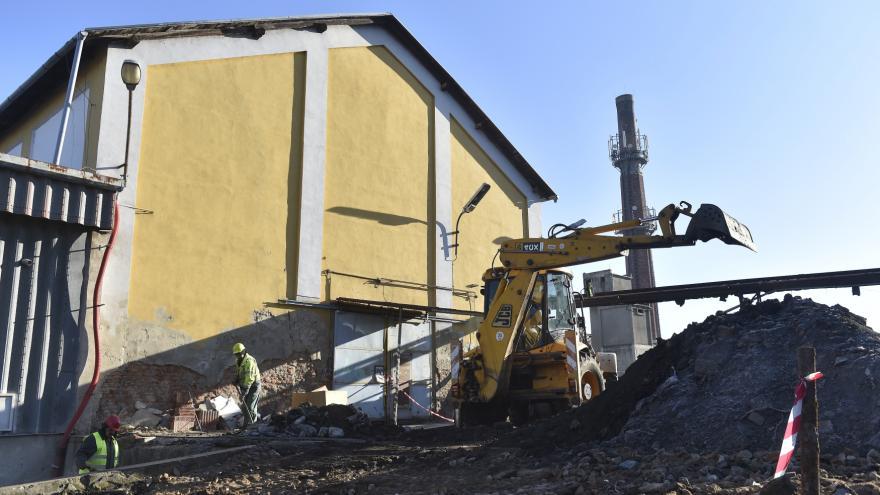 Video Budovy šlapanického průmyslového areálu jsou k zemi