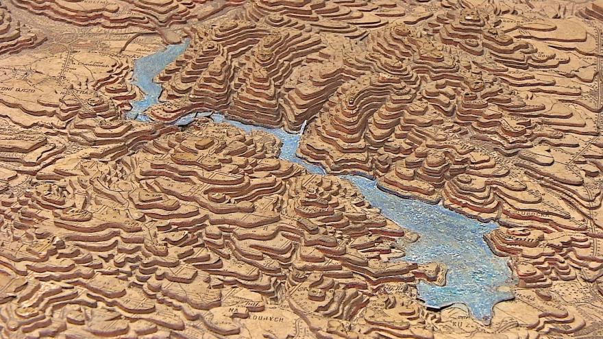Video Obří mapu Moravy restaurují v Moravském zemském archivu