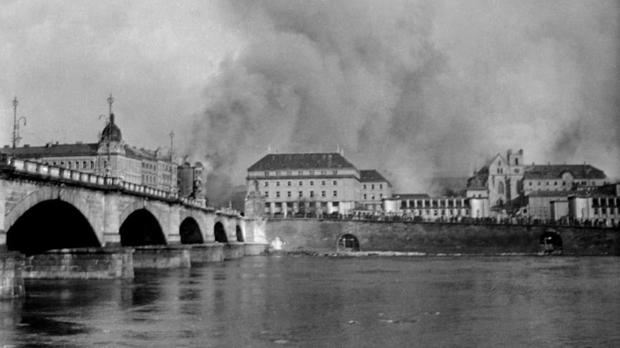 Video 90' ČT24 - 75 let od bombardování Prahy