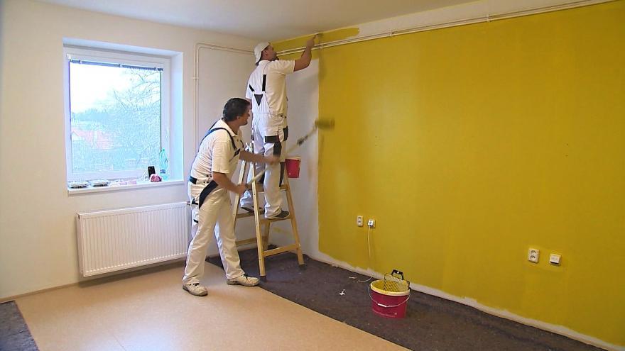 Video Malíři z celého Česka přijeli z dobré vůle vymalovat domov pro seniory