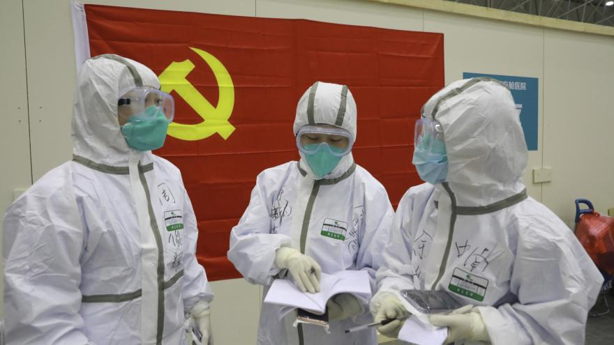Video Události: Čína zaznamenala pokles nových nakažených