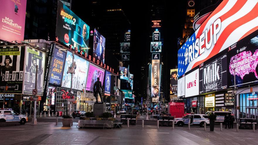 Video Město, které nikdy nespí, usnulo. Koronavirus v USA zatím nejtvrději udeřil v New Yorku