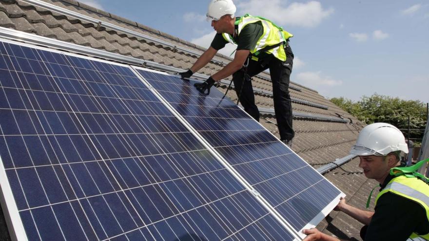 Video Události ČT: Čeští vědci vylepšili solární panely
