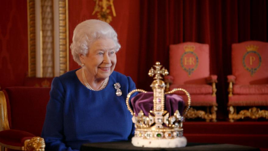 Video Královnina korunovace