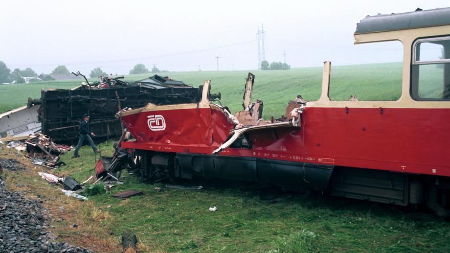 Video Události: Před 25 lety se u Krouny srazil vlak s rozjetými vagony plnými šrotu