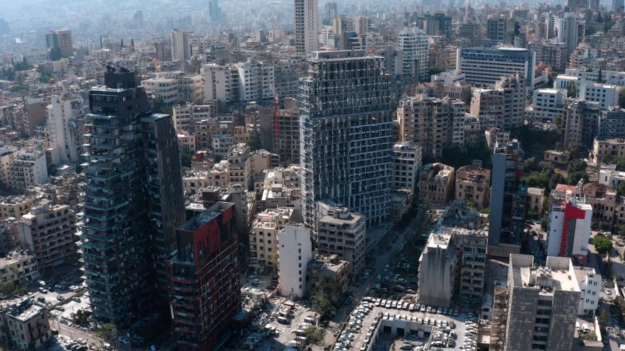 Video Zprávy v 16: Čeští záchranáři už prohledávají trosky v Bejrútu