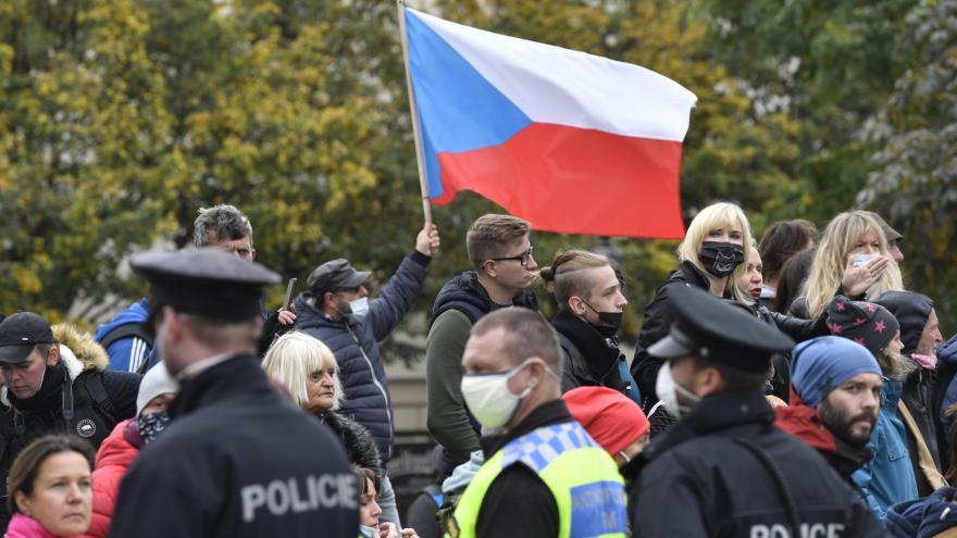 Video Zprávy ve 12: Demonstrace na pražském náměstí Republiky