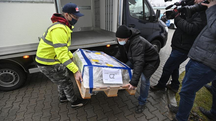 Video Události: Do Česka dorazila vakcína AstraZeneca, Blatný chce jednat o zpřísnění opatření