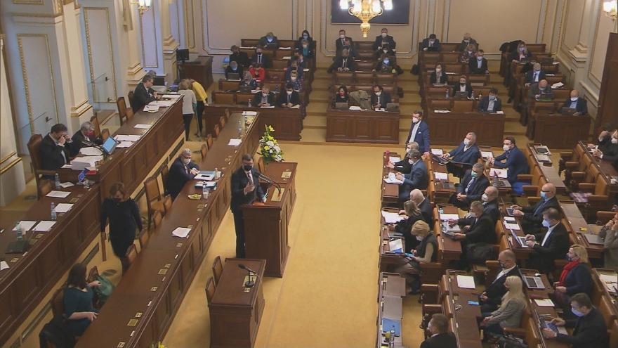 Video Události: Poslanci schválili zákon omezující vznik i vymáhání dětských dluhů