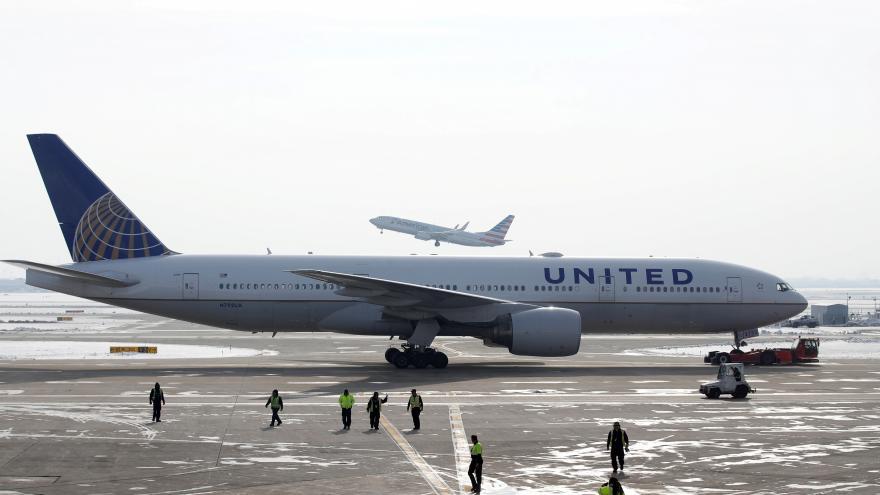 Video Události: Americký úřad nařídil kontrolu Boeingů 777