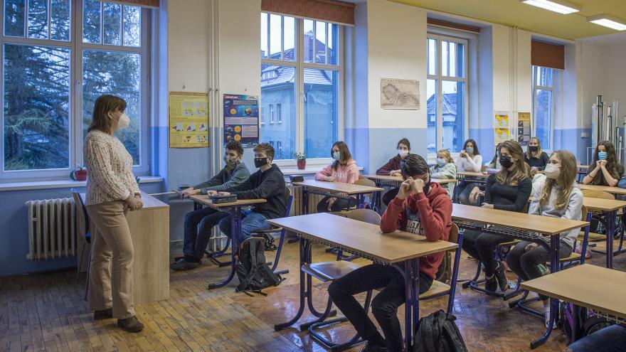Video Události: Do škol se rotačně vrátí další žáci