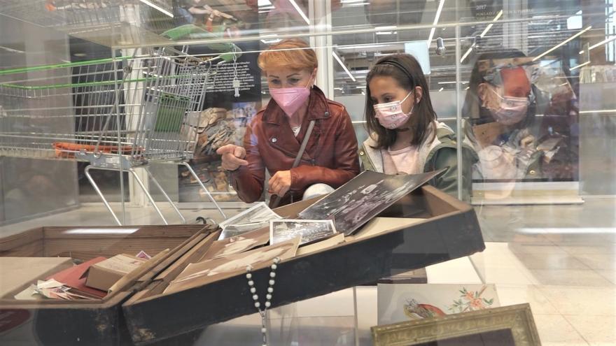 Video Události: Muzejníci vystavili koronavirové poklady v supermarketu