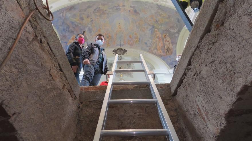 Video Události: Otevření hrobky v Touškově