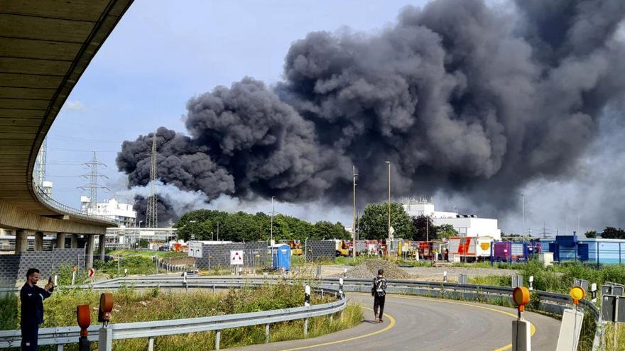 Video Exploze chemičky v bavorském Leverkusenu. Příčina výbuchu není zatím známá