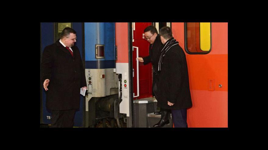 Video Mongolský prezident dorazil na hlavní nádraží vlakem