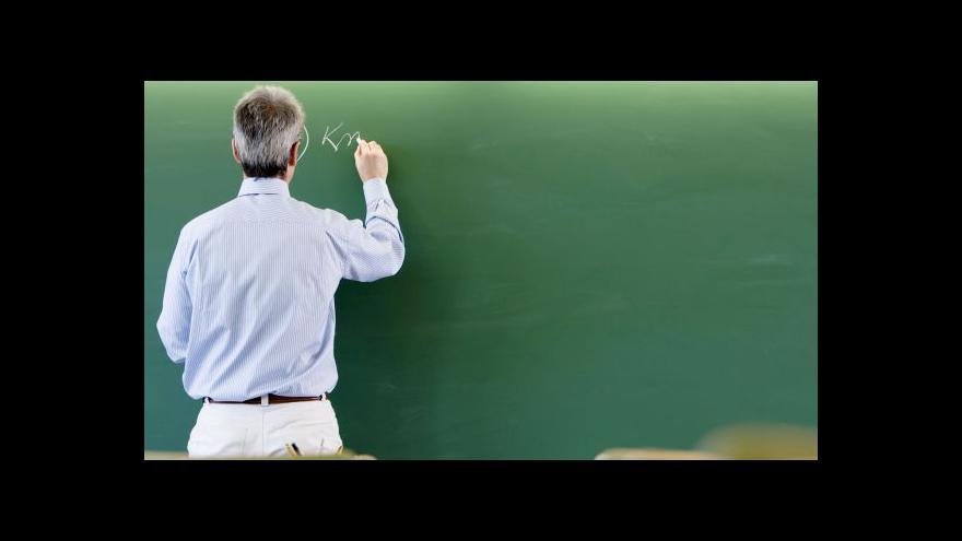 Video Ředitelům chybějí peníze na suplování za studující učitele